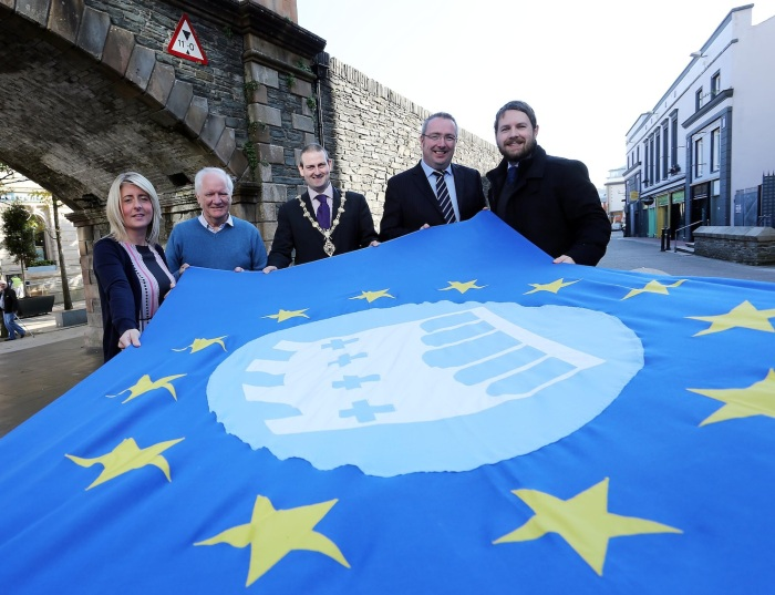 Mayor of Derry, Councillor Martin Reilly, photographed at Magazine Gate on Tuesday 15th October, unfurling the flag of the association of  European Walled Towns, who are coming to Derry next week for their AGM and to attend the Historic Towns - Walled Towns Symposium. Included, are Marie Lynch, Symposium  Co-ordinator, Eamonn Deane, Director, Holywell Trust, Tony Monaghan Economic Development Officer, DCC, Alastair Ross, Project Officer, DCC. ©Lorcan Doherty