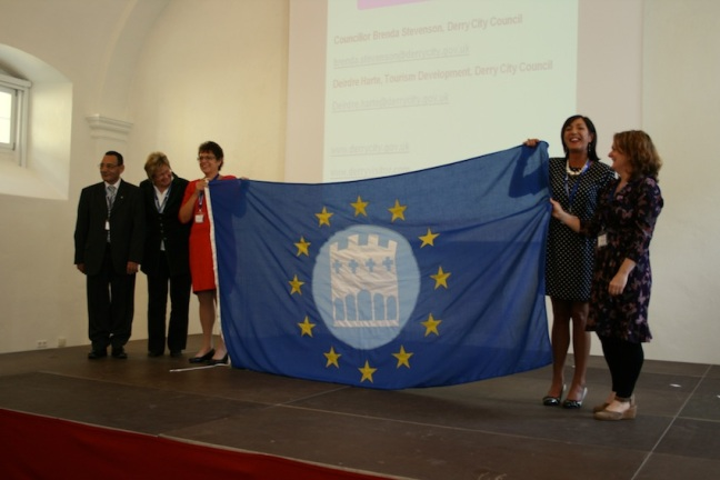 Derry City Council receives the EWT flag from Künstlerstadt Gmünd