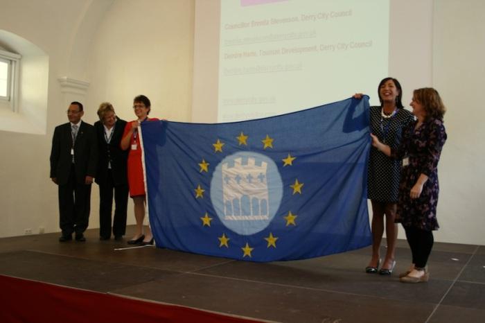 Derry City Council receives the EWT flag from Künstlerstadt Gmünd