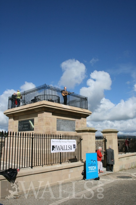 A singer on the Plinth